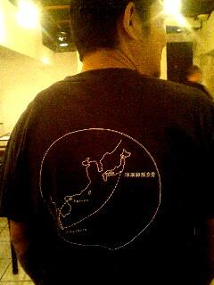 海南鶏飯食堂の黒Tシャツ